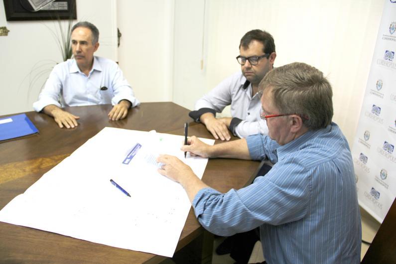 Zorzo assina ordem de serviço para início da obra do novo reservatório da zona sul